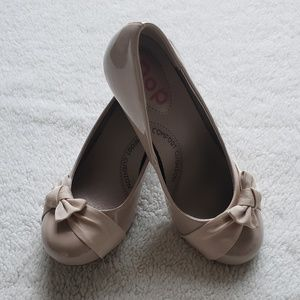 NIB-Girls Nude Color Patent Dress Shoes w/Bow